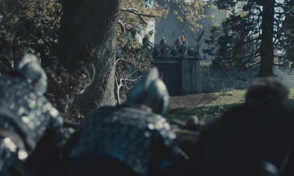 Soldados de Wessex se acercan sigilosamente a la cutremuralla de Mercia.